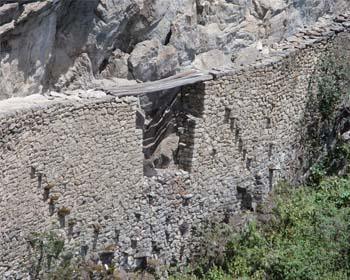 A ponte inca em Machu Picchu